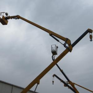with Integrated 2 tons boom for folding type manlift only